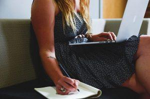המאורסים העסוקים: איך לארגן חתונה מבלי לצאת מהבית, ואיך זה קשור לספק האינטרנט שלכם?